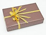 striped-gift-box-10027364